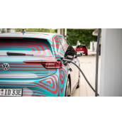 Ценовата разлика между електрическите автомобили и тези с ДВГ се стопява